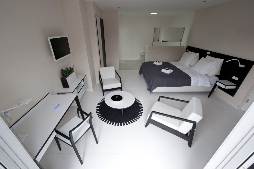 Asgard_Hotel_luxe_kamer_wit_design